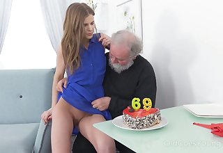 Ugly bearded pervert prog and fingers juicy pussy of lusty mint mademoiselle
