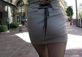 Candid asian MILF in tight minidress upskirt thong shining in the urgency !