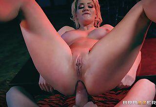 Sienna Day moves the brush ass in a beeline riding Jordi El Nino Polla